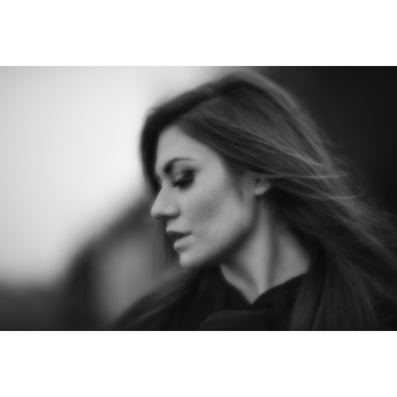 lensbaby_velvet-85-jameseldridgephotography.com-blackandwhite-portrait-of-woman-with-eyes-closed
