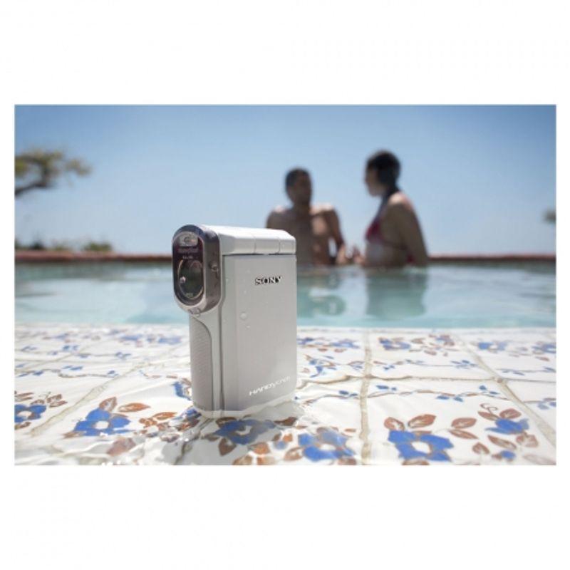 sony-hdr-gw55ve-alba-camera-video-full-hd-rezistenta-la-apa-praf-si-socuri-22792-5