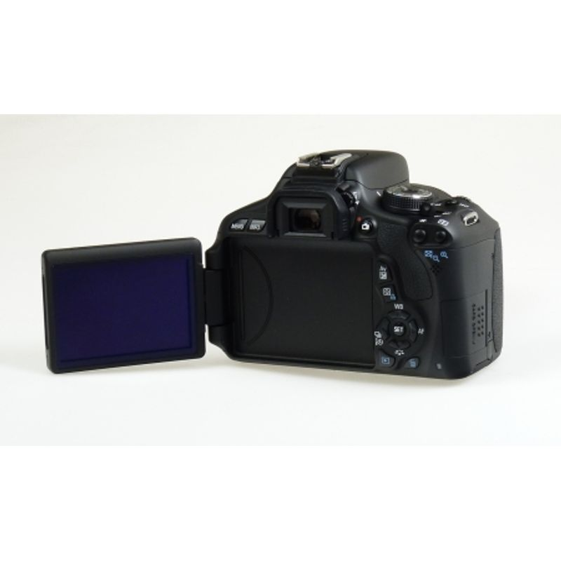canon-eos-600d-kit-ef-s-18-55mm-f-3-5-5-6-is-ii-18-mpx--lcd-3-inch--3-7-fps--liveview--filmare-full-hd-18015-11