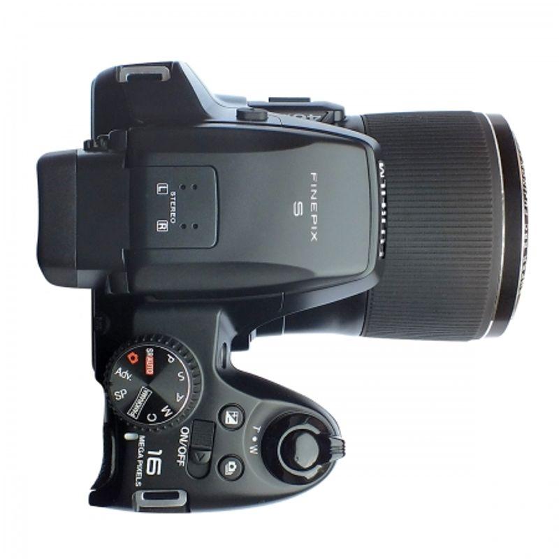 fujifilm-finepix-s8200-26035-3
