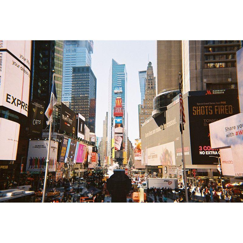 lomography-simple-use-camera--400-36-color-66430-3-882