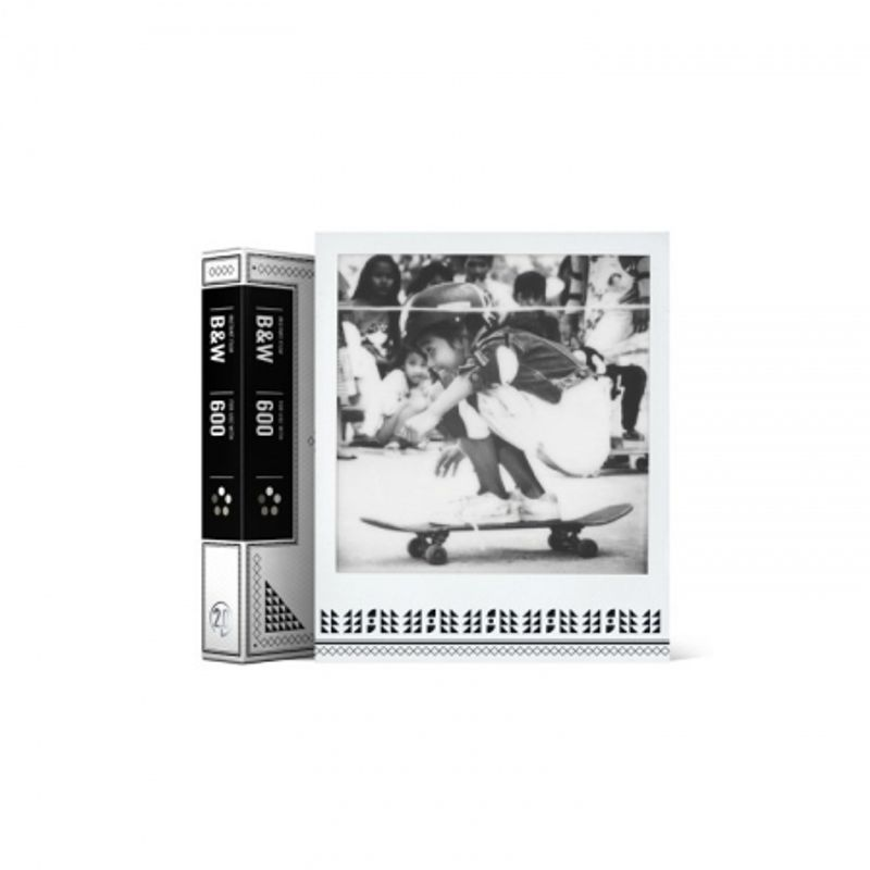 impossible-b-w-2-0-film-instant-pentru-polaroid-600-skateistan-edition-45820-1-774